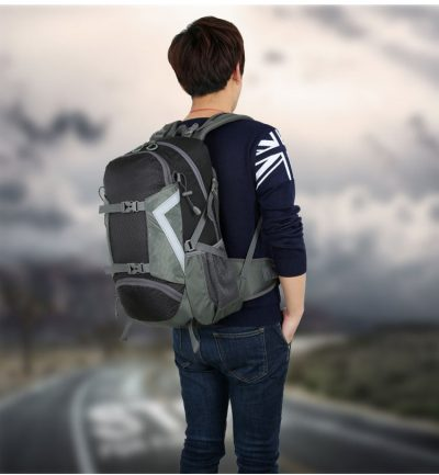 Day Hiking Backpack 30 L in use image